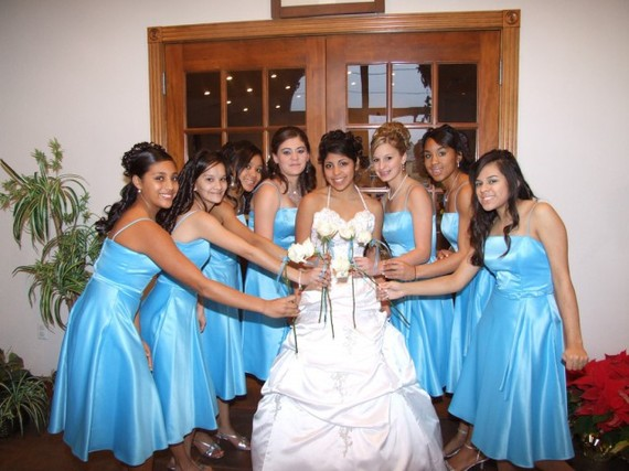 パラグアイの1人前の女性たち。 引用元: 若者も持ち歩く「テルモ」って?パラグアイで気付いた3つのこと|TRiPORT(トリポート)