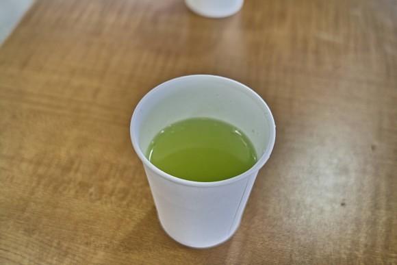お茶がおいしい。日本って最高だなー、と思ういおりん。