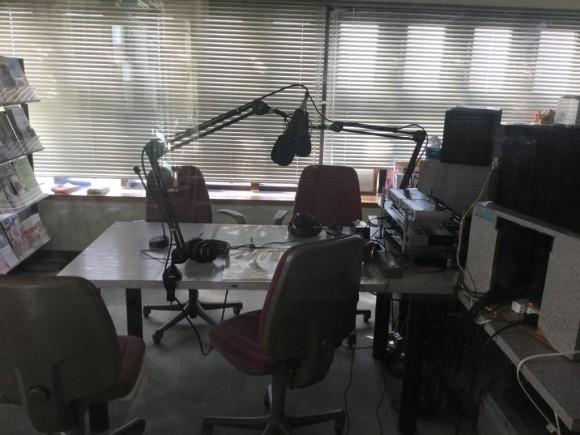ラジオスタジオ。こーいうのワクワクするよネ。