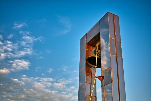 旅行で見つけた「幸せの鐘」みたいなやつです。風邪引いちゃったけどね。